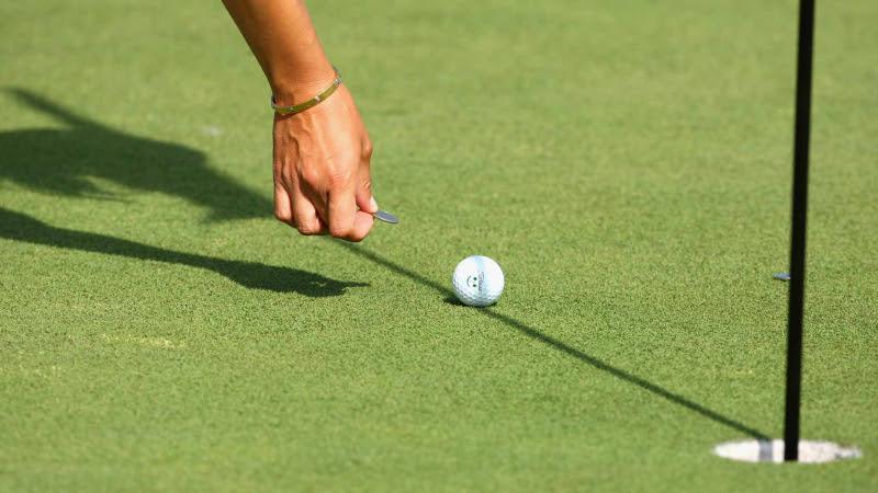Độ trễ của đường downswing sẽ ảnh hưởng tới tốc độ đầu gậy khi tiếp xúc với bóng