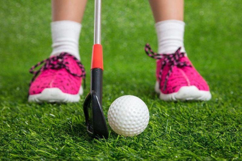 Chất liệu và kích thước giày golf trẻ em phù hợp sẽ tạo cảm giác thoải mái khi sử dụng trong thời gian dài