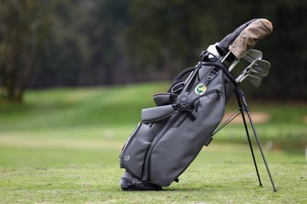 Sửa túi gậy golf thay vì mua mới giúp tiết kiệm