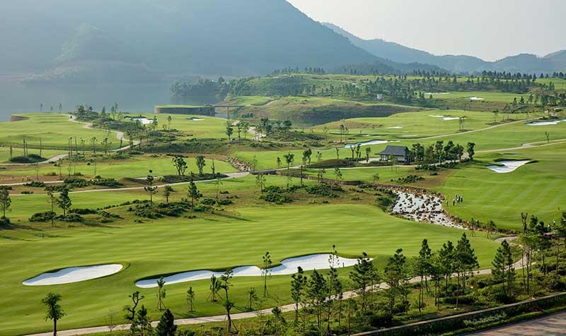 Các hố golf hòa hợp với cảnh sắc thiên nhiên